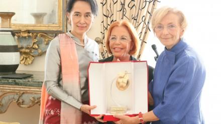 FOTO AUNG SAN 2